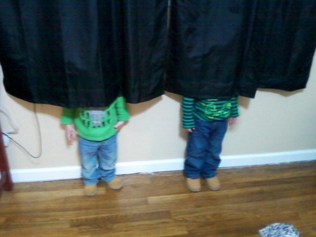 crianças-esconde-esconde7